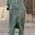 19 Živi kip - Plečnik pred Magistratom